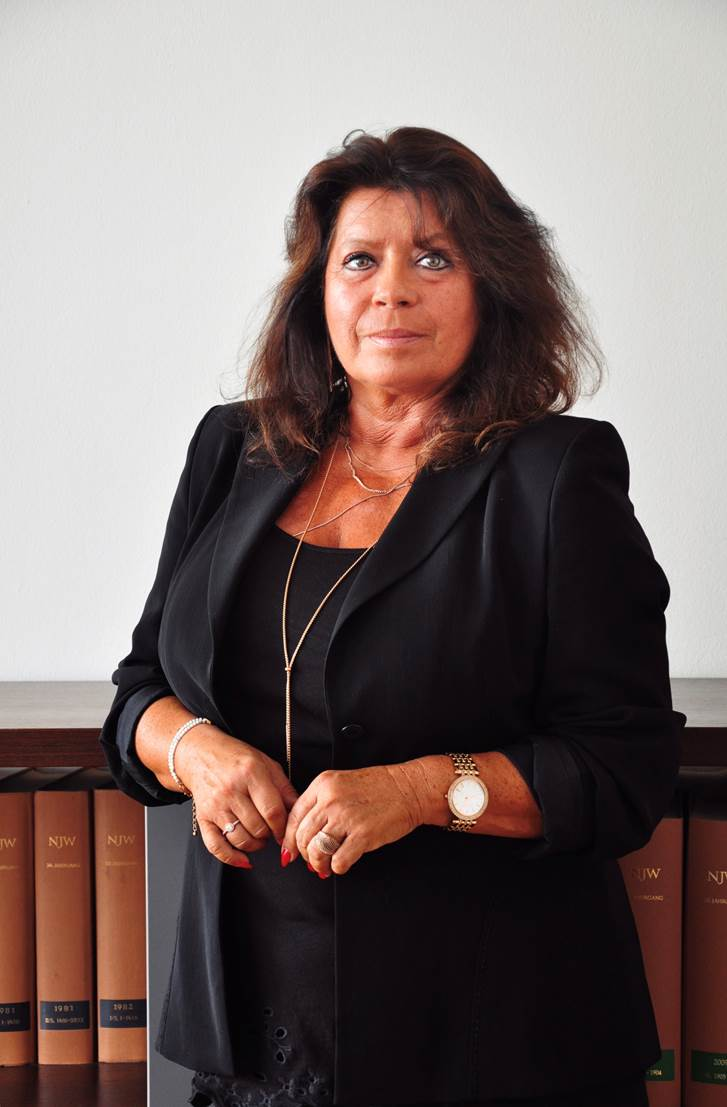 Frau Gritscher (Assistenz Damerau)